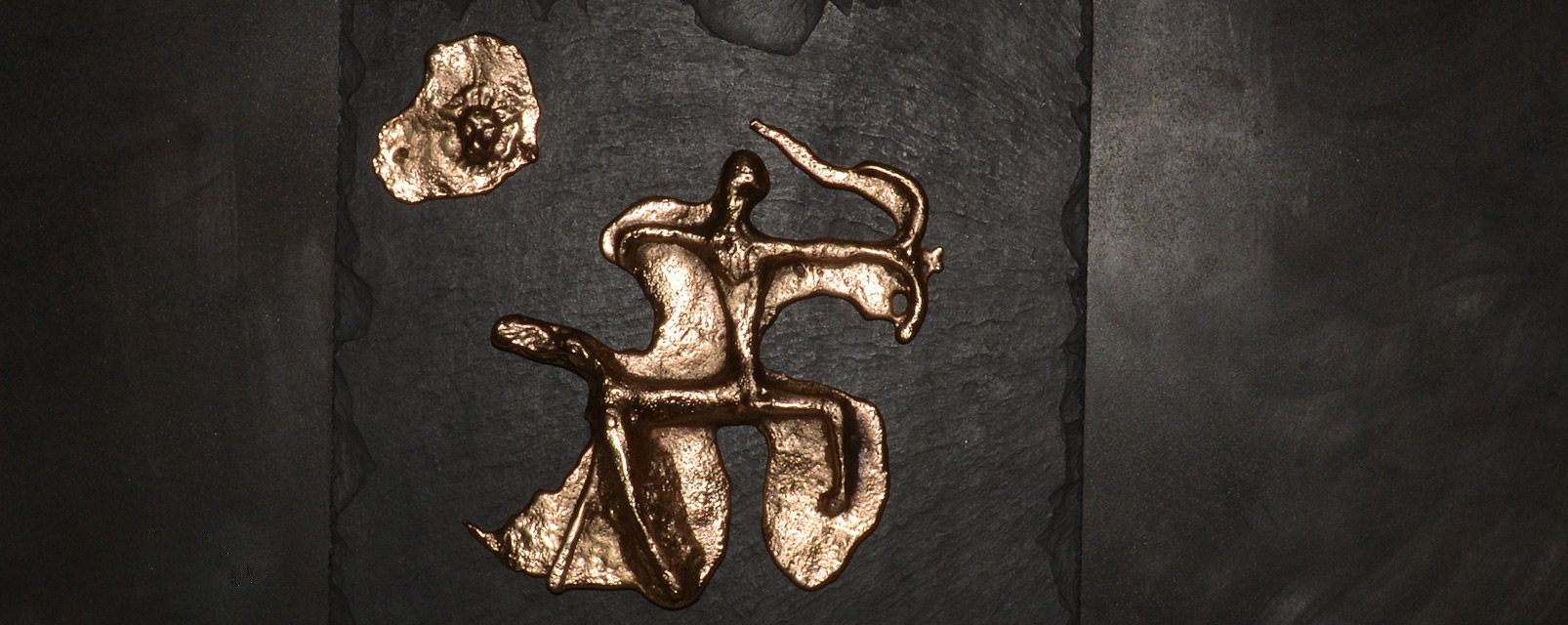 Le Centaure - tableau de bronze sur ardoise fixés sur plaque d'acier oxydéee